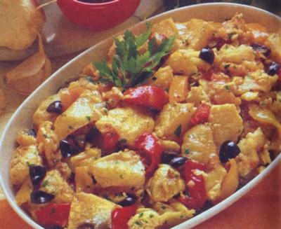 Baccalà con peperoni e olive nere