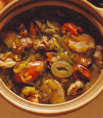 Zuppa di porri e frutti di mare