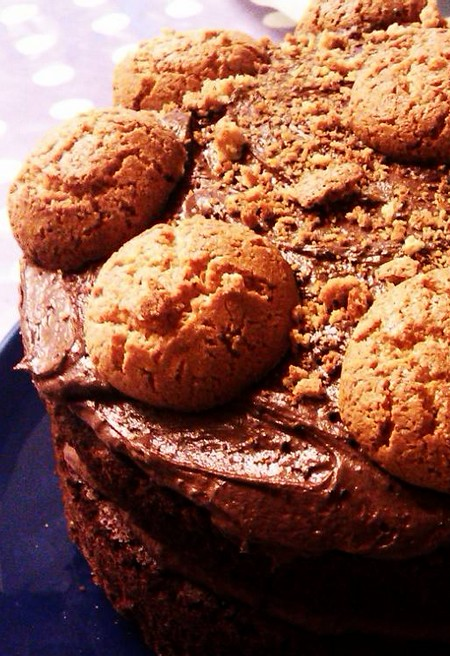 Ciambella con cioccolato e amaretti