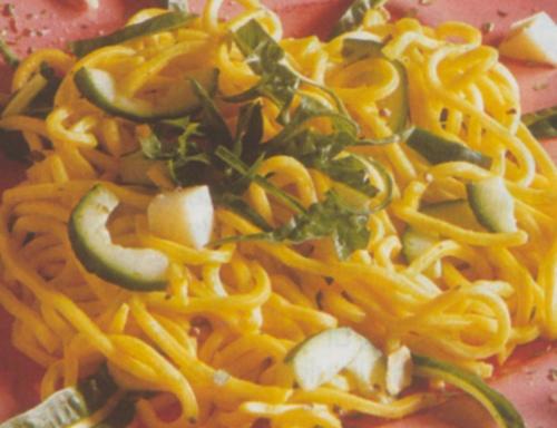 Spaghetti allo zafferano e puntarelle